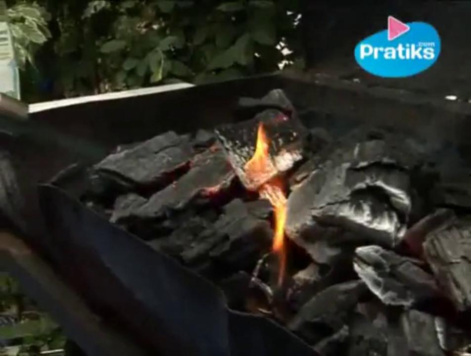 How to kindle a barbecue with just an egg box pratiks for Comment allumer un barbecue