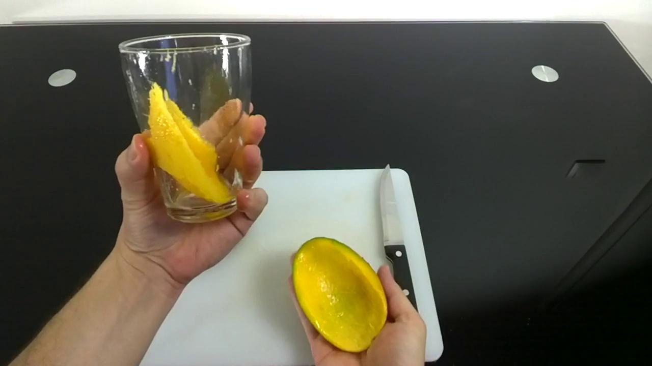 Eplucher une mangue
