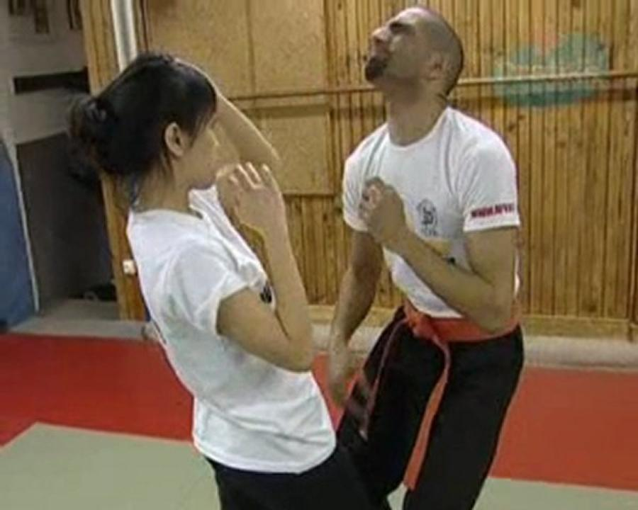 Comment se dégager d'un étranglement de face - krav maga - self defense